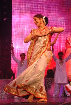 MadhuriDixitDancing