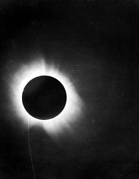 La plaque photographique qu'Eddington a étudié pour prouver la théorie de la rélativité générale d'Einstein