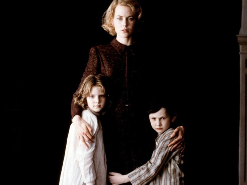 La famille vivant dan l'obscurité © Bac Films