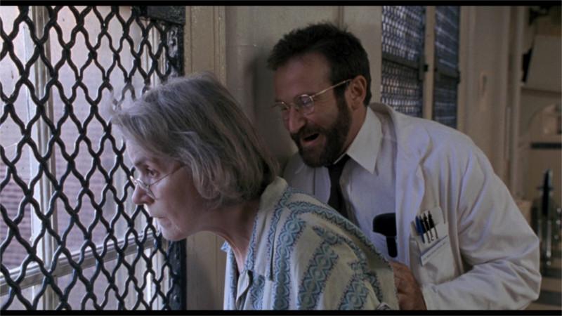 Le docteur Sayer et sa première patiente présentant des séquelles de l'encéphalite léthargique (© D.R.)