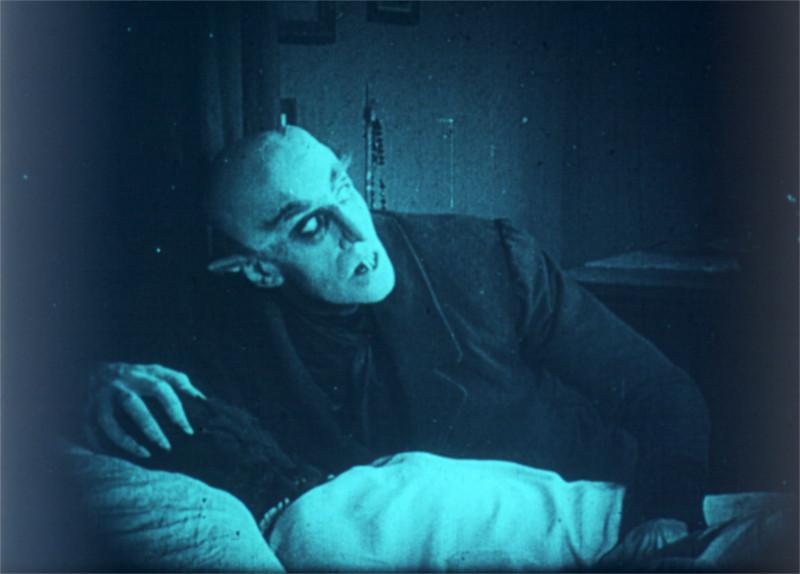 Nosferatu s'apprêtant à boire le sang d'Ellen (c) MK2