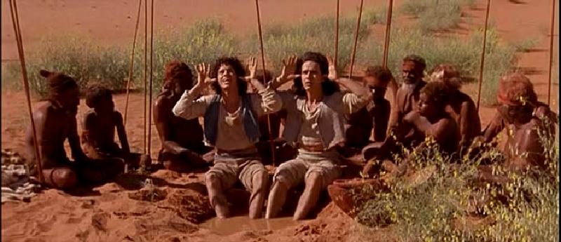 Les fils de l'héroïne avec les Aborigènes © TF1 Films Production
