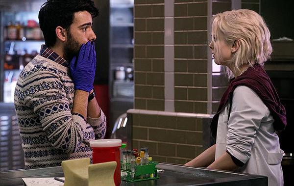 Liv, tu me laisse t'étudier? © The CW