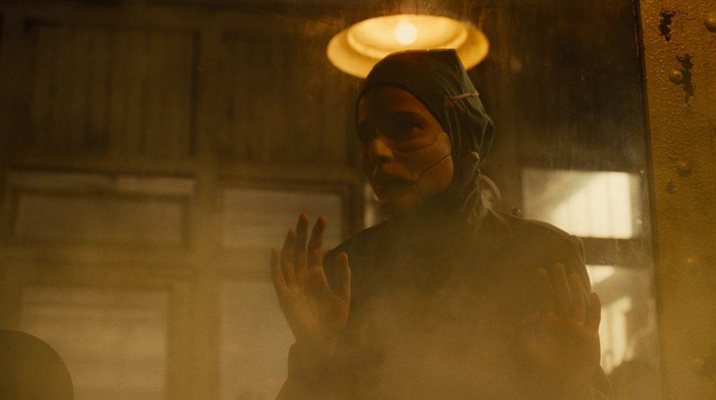 Dr. Isabel Maru, le docteur Poison testant un gaz mortel